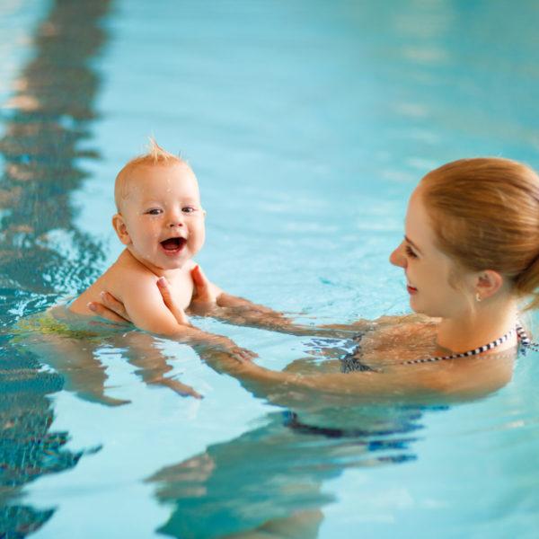 ทารกสามารถไปในสระว่ายน้ำได้เมื่อใด